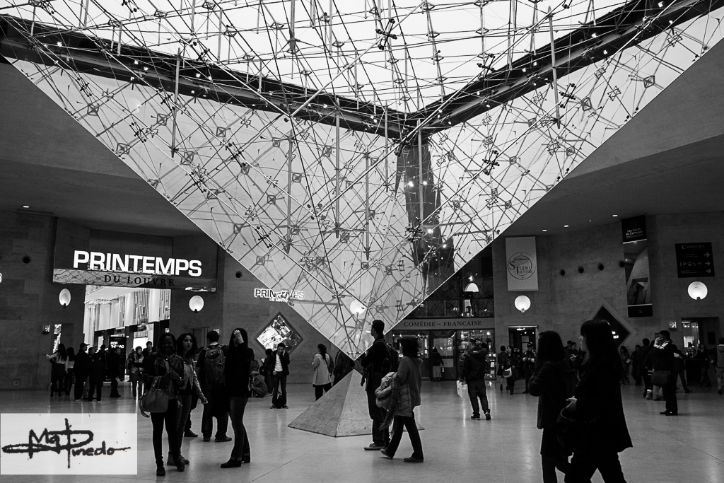 Louvre-Upside-Down-Triangle-Landscape-WaterMarked-0734-2